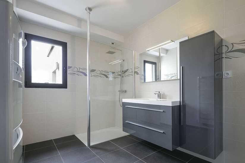 MAISON SENIOR - DESIGN - PLAIN PIED salle-de-bain