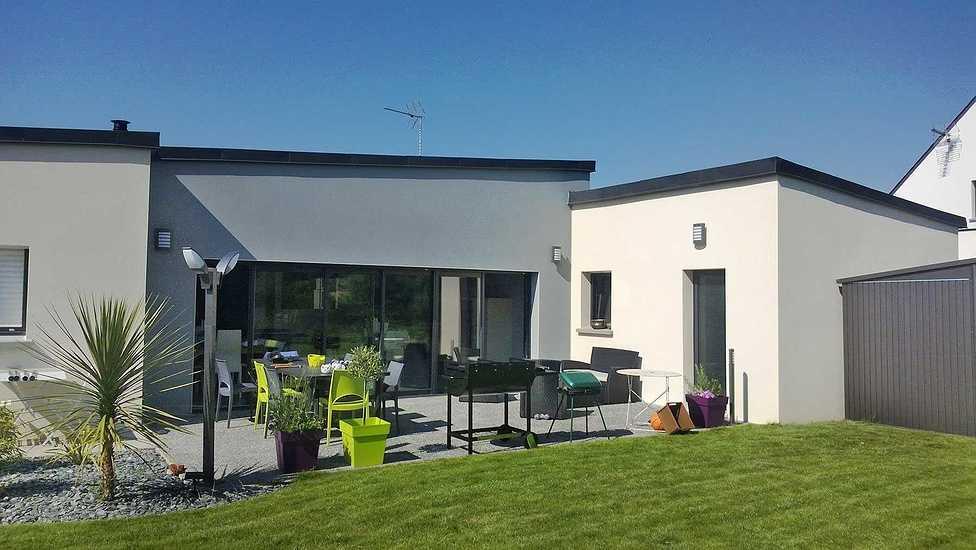 MAISON SENIOR - DESIGN - PLAIN PIED vue-maison-exterieur-terrasse-2