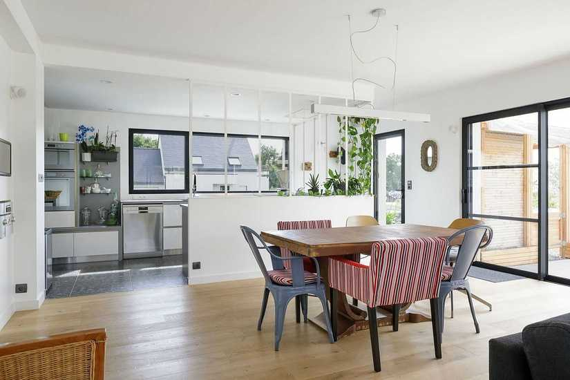 MAISON DESIGN • POSITIVE • 2 NIVEAUX interieur-sejour-4-maison-design-2-bord-de-mer